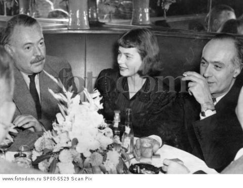 NEW YORK  1946-05-12 Ingrid Bergman with Ernest Hemmingway and Charles Boyer at the Stork Cub in New York, USA. Photo SvT Code 5600
