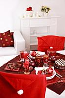 Place setting for Christmas in red and white tone