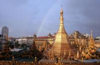 Золото для Будды, Мьянма, 2009. На фото: ступа паг