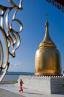 Золото для Будды, Мьянма, 2009. На фото: буддийска