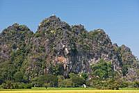 MYANMAR / Kayin State / Hpa-an / Saddar Cave is in