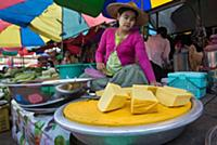 MYANMAR / Kayin State / Hpa-an / Tofu sale on the