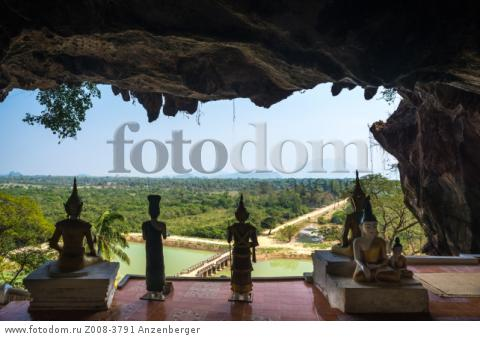MYANMAR / Kayin State / Hpa-an / The Yathay Pyan Cave was built by King Manuha and offers a great view over the picturesque landscape. Inside, there are numerous Buddha figures, pagodas and mural reliefs.