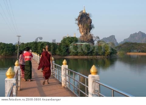 MYANMAR / Kayin State / Hpa-an / Kyauk Ka Lat has a small monastery and some nat shrines and is located on an island. В© Mario Weigt / Anzenberger