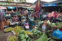 MYANMAR / Kayin State / Hpa-an / Hpa-an market is