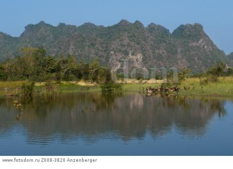 MYANMAR / Kayin State / Hpa-an / The capital of Kayin State is surrounded by picturesque landscape with rugged karst formations 