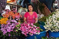 MYANMAR / Mon State / Mawlamyaing / Flower vendor