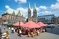 GERMANY / Bremen / 2015 / Market place with the ol
