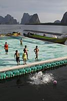 Футбольное поле на воде