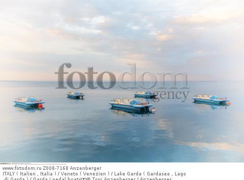 ITALY ( Italien , Italia ) / Veneto ( Venezien ) / Lake Garda ( Gardasee , Lago di Garda ) / Garda / pedal boats  © Toni Anzenberger / Anzenberger