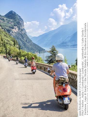ITALY ( Italien , Italia ) / Lombardy ( Lombardei , Lombardia ) / Lake Garda ( Gardasee , Lago di Garda ) / the Strada Statale 45 bis Gardesana Occidentale between Gargnano and Campione / vespa  © Toni Anzenberger / Anzenberger