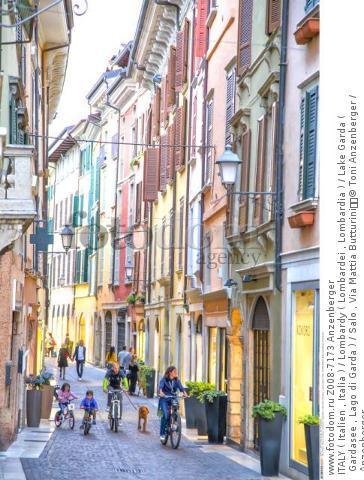 ITALY ( Italien , Italia ) / Lombardy ( Lombardei , Lombardia ) / Lake Garda ( Gardasee , Lago di Garda ) / Salo , Via Mattia Butturini  © Toni Anzenberger / Anzenberger