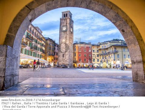 ITALY ( Italien , Italia ) / Trentino / Lake Garda ( Gardasee , Lago di Garda ) / Riva del Garda / Torre Apponale and Piazza 3 Novembre  © Toni Anzenberger / Anzenberger