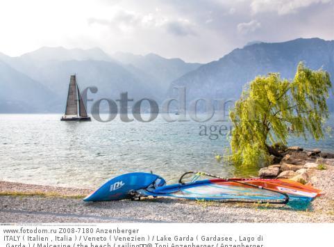 ITALY ( Italien , Italia ) / Veneto ( Venezien ) / Lake Garda ( Gardasee , Lago di Garda ) / Malcesine / the beach / sailing  © Toni Anzenberger / Anzenberger