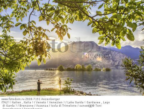 ITALY ( Italien , Italia ) / Veneto ( Venezien ) / Lake Garda ( Gardasee , Lago di Garda ) / Brenzone / Assenza / Isola di Trimelone / sunset  © Toni Anzenberger / Anzenberger