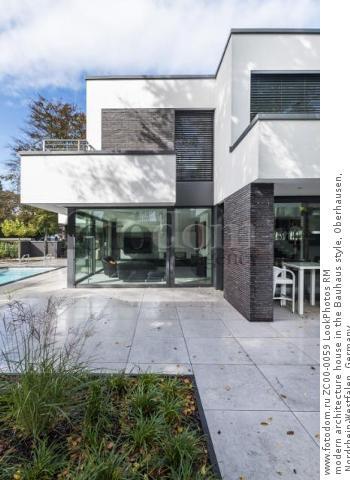 modern architecture house in the Bauhaus style, Oberhausen, Nordrhein-Westfalen, Germany  Для коммерческого использования может требоваться очистка прав. Необходимо уточнение.