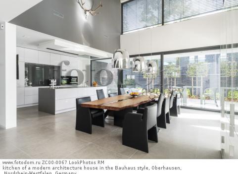 kitchen of a modern architecture house in the Bauhaus style, Oberhausen, Nordrhein-Westfalen, Germany  Для коммерческого использования может требоваться очистка прав. Необходимо уточнение.