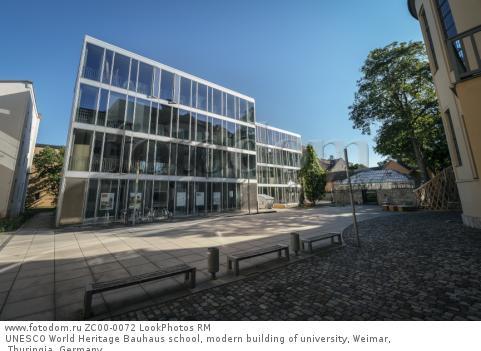 UNESCO World Heritage Bauhaus school, modern building of university, Weimar, Thuringia, Germany  Для коммерческого использования может требоваться очистка прав. Необходимо уточнение.