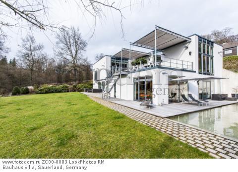 Bauhaus villa, Sauerland, Germany  Для коммерческого использования может требоваться очистка прав. Необходимо уточнение.