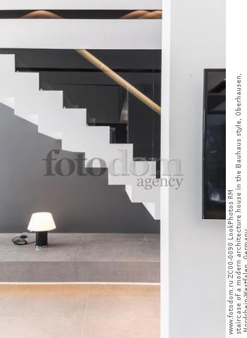 staircase of a modern architecture house in the Bauhaus style, Oberhausen, Nordrhein-Westfalen, Germany  Для коммерческого использования может требоваться очистка прав. Необходимо уточнение.
