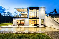 Bauhaus villa at dusk, Sauerland, Germany  Для ком