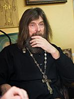 Федор Конюхов за работой над памятником погибшим п