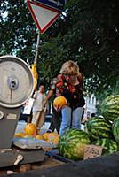 Уличная торговля овощами, фруктами, арбузами и дын