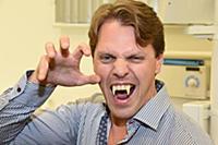 Изготовление вампирских зубов для мюзикла 'Бал Вампиров'