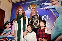 Анастасия Стоцкая с сыном и мамой. Премьера нового