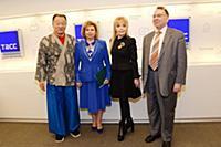 Кэри-Хироюки Тагава, Татьяна Москалькова, Екатерин