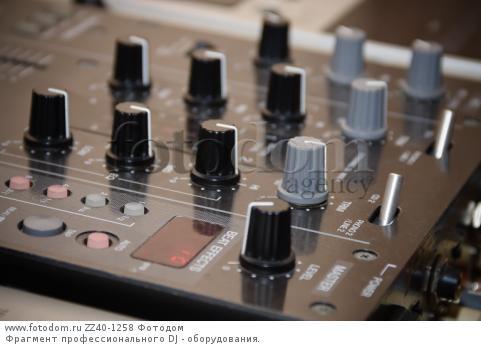 Фрагмент профессионального DJ - оборудования.