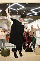 Певец Шура в салоне «Amplua». Москва, Россия, 17 м
