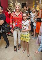 Катя Лель с дочерью Эмилией. Ежегодная церемония в
