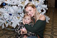Полина Гагарина с сыном. Москва. 25 декабря 2010.