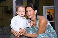 Алика Смехова с сыном Макаром. Москва. 5 сентября