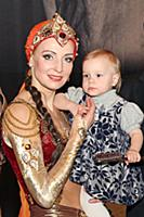 Илзе Лиепа с дочкой. Москва. 30 ноября 2011.