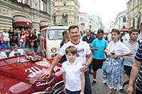 Алексей Немов с сыном. Парад советских ретро автом