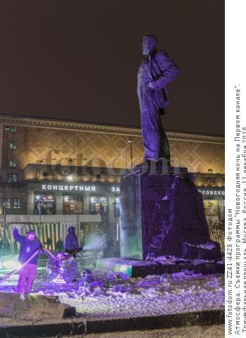 Атмосфера. Съемки программы 'Новогодняя ночь на Первом канале'. Триумфальная площадь. Москва, Россия, 11 декабря 2018.
