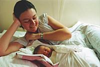Молодая мать с новорожденным. Конец 1990-х - начал