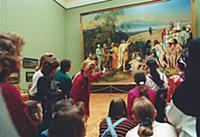 Посетители в одном из залов знаменитой Третьяковск