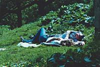 Наедине с природой. Двое отдыхающих в московском п