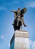 Памятник основателю Москвы Юрию Долгорукому на Тве