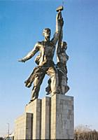 Скульптурная группа Рабочий и колхозница. Москва,