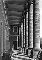 Колоннада Екатерининского дворца. Москва.