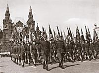 Московские комсомольцы на параде. Красная площадь.