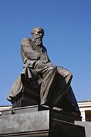 Памятник писателю Ф.М. Достоевскому у Государствен