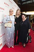 Саша Лусс (Sasha Luss) с мамой и бабушкой. Премьер