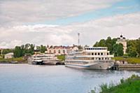 Волга, речной круиз, города России. Речные суда на