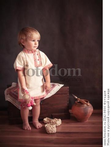 Мальчик в русской народной одежде