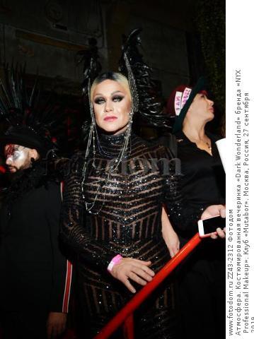 Атмосфера. Костюмированная вечеринка «Dark Wonderland» бренда «NYX Professional Makeup». Клуб «Mutabor». Москва, Россия, 27 сентября 2019.
